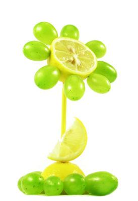 цветок из фруктов
