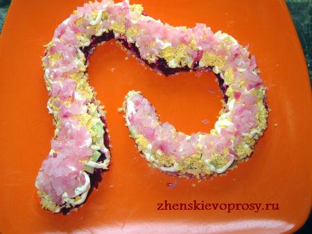 салат на Новый год Змеи: слой лука