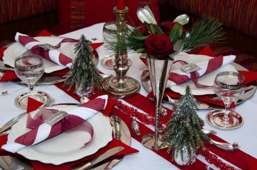 декор стола на Новый год в классическом стиле