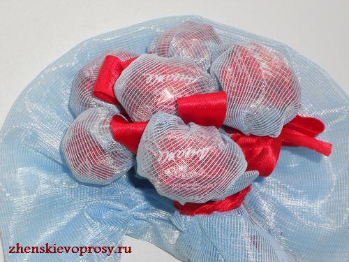 оформляем букет из конфет