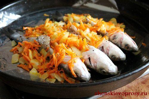 начинить рыбу овощной смесью