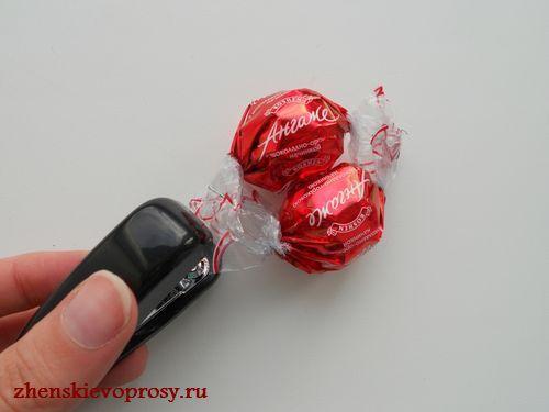 скрепляем конфеты степлером