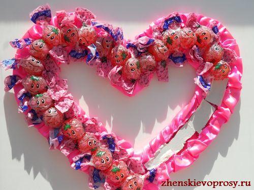оклеить сердце конфетами