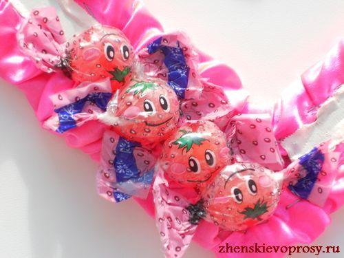 приклеиваем конфеты