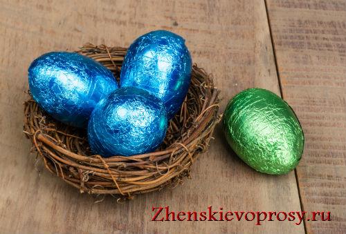Украшение яиц к Пасхе с помощью фольги