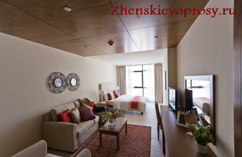 Зона гостиной-спальни в однокомнатной квартире