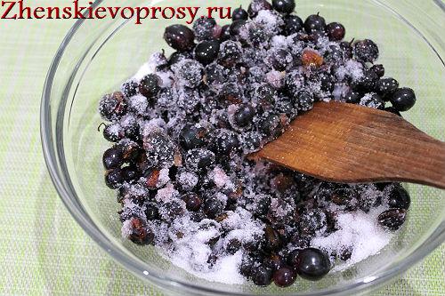 chernaya-smorodina-protertaya-s-saxarom-7