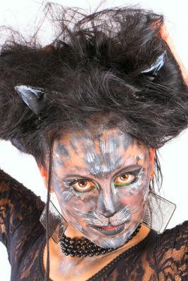 грим Женщины-Кошки на Хэллоуин