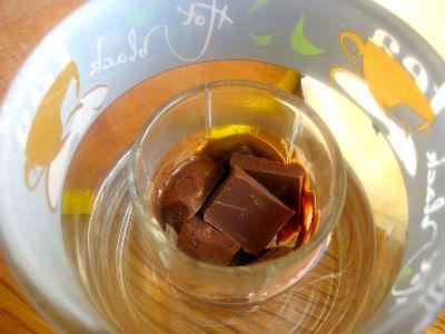 топим шоколад на водяной бане
