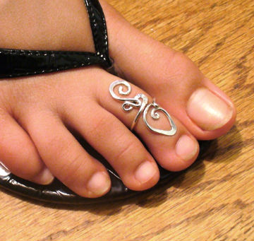 кольцо на пальце ноги