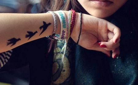 татуировка на запястье у девушек