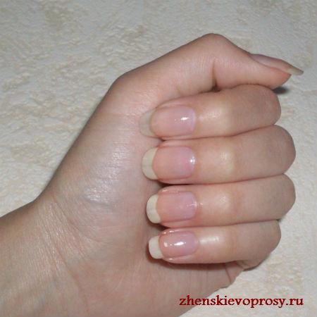 покрываем ногти лаком-основой