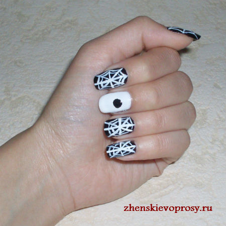 рисуем паучка на ногте