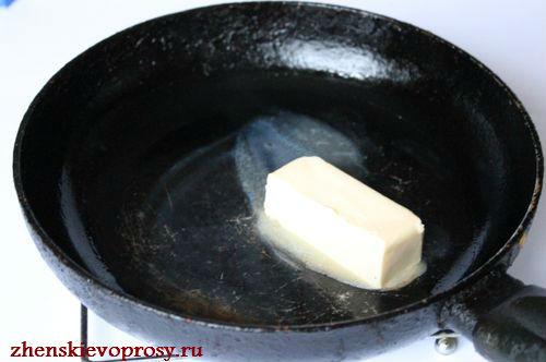 растопим масло на сковородке