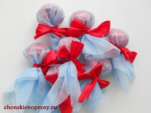 делаем бутоны из всех конфет