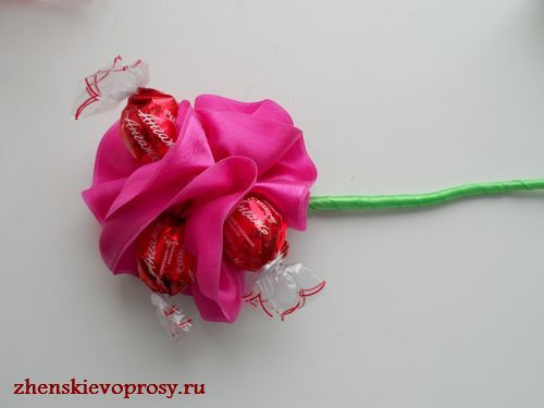 приклеиваем розу к стеблю