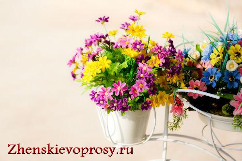 искусственные цветы в вазонах