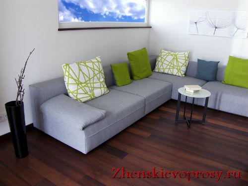 Диванные подушки в интерьере в стиле модерн
