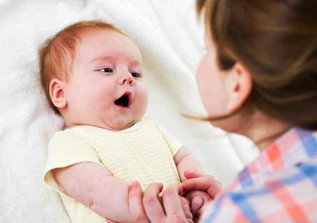 мама общается с ребёнком